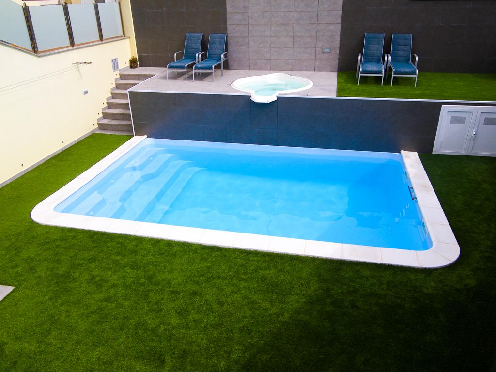 Piscine coque arles installation vente piscine natura for Installation piscine