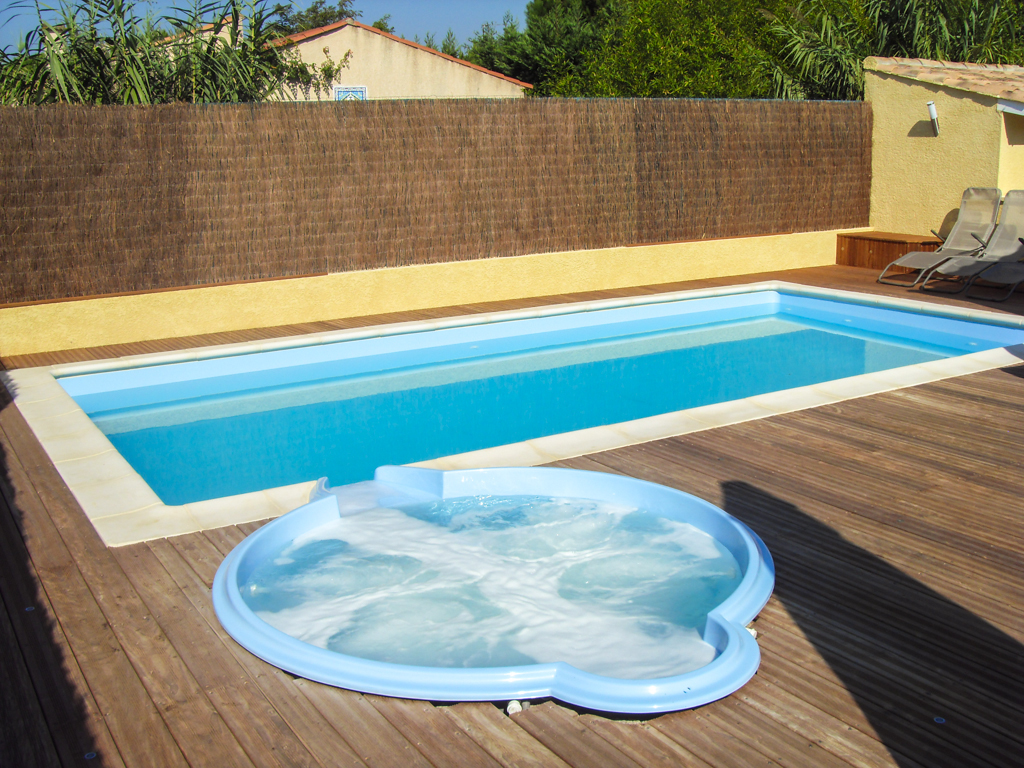 Installation piscine coque arles piscine natura concept for Piscines concept
